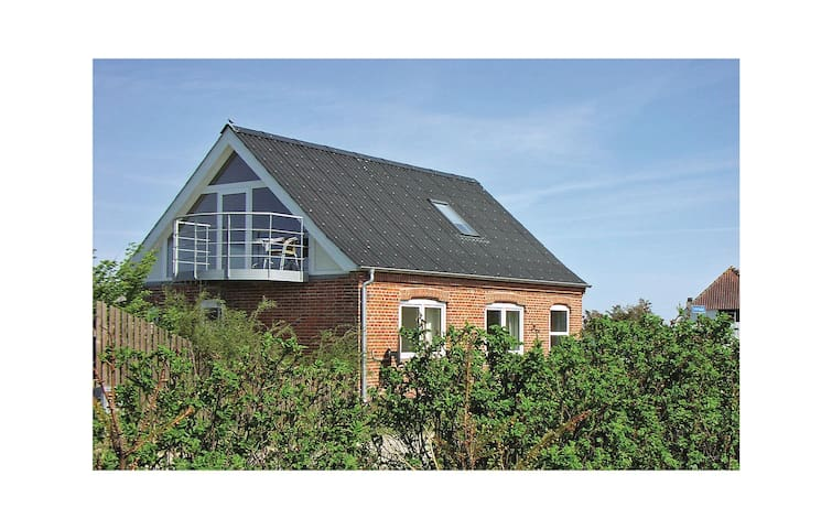 Holiday cottage with 3 bedrooms on 96 m² C79161