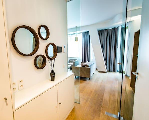 """Le Studio-Terrasse """"Le Toison d'Or"""" - Ixelles - Apartment"""