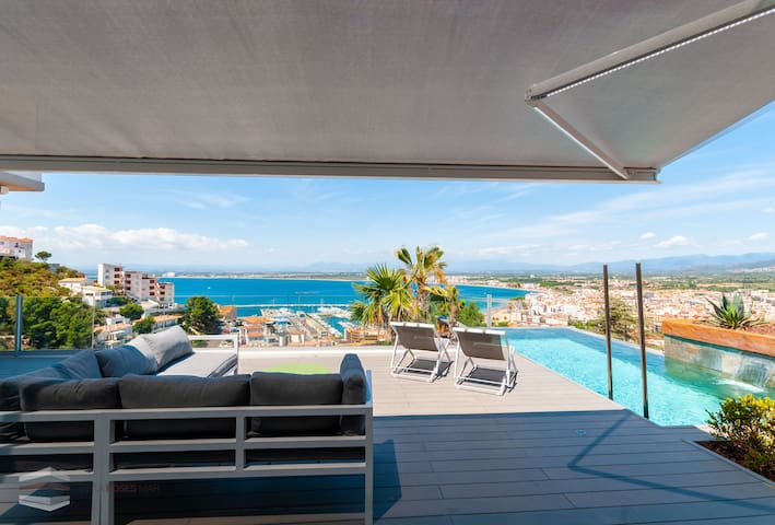 Vista Roses Mar- Cap Ponent A1  Cap Ponent is a very exclusive house with views over the