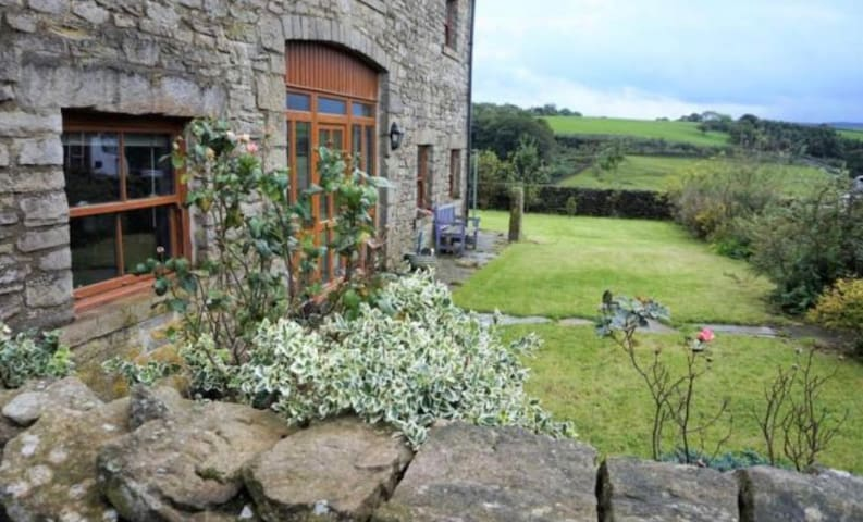 6 bed barn conversion in AONB Dogs Welcome