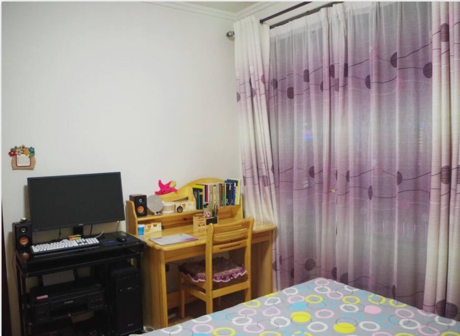 卧室11个平方,带阳台3.5个平方