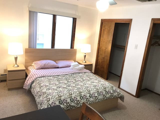 Private Cozy Bedroom 10 MIN FROM NYC