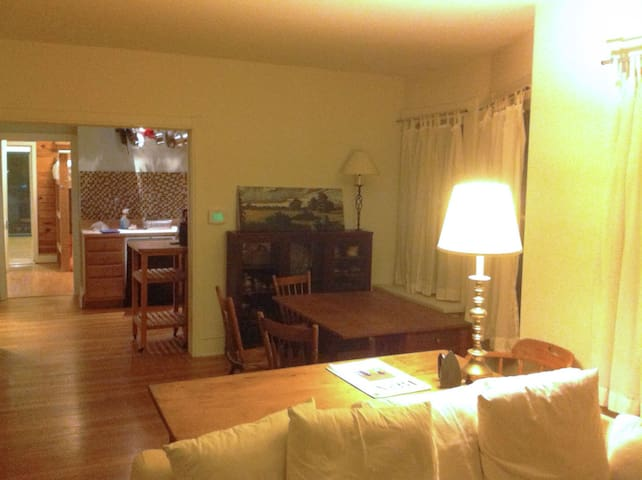 Spacious one bedroom apt. in West Chester Borough - West Chester - Apartamento