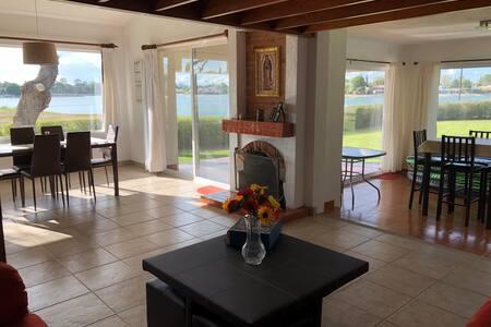 Casa con increíble vista al lago
