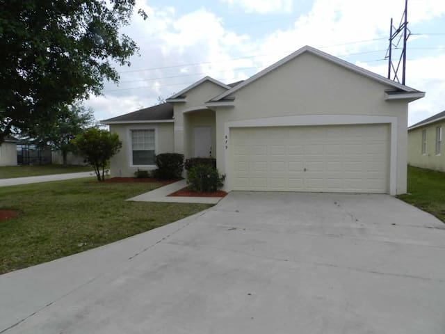 Sunset Ridge 5/3 Pool Home property, fully furnished, with full kitchen, and all linens and towels - DAVENPORT