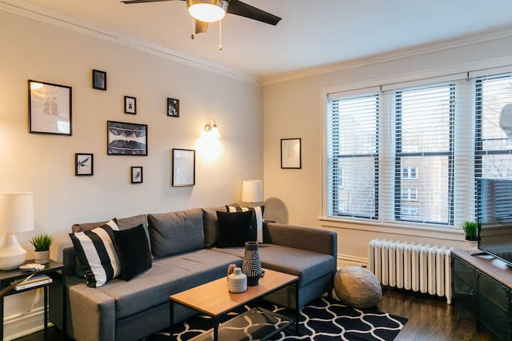 Comfy 2 BR in Lake View | Near Wrigleyville