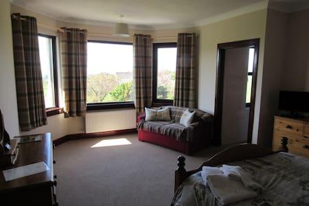 Room 3 - Large Kingsize bedroom with sea views - Blackwaterfoot