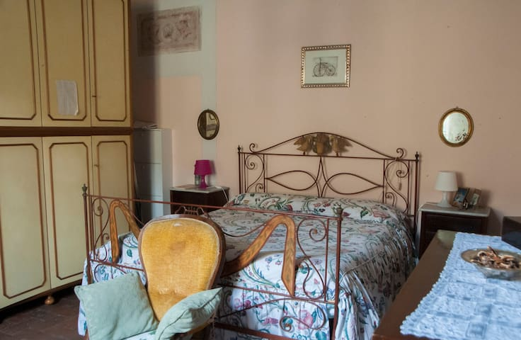 Cozy double bedroom in city center - Lucca - Apartment