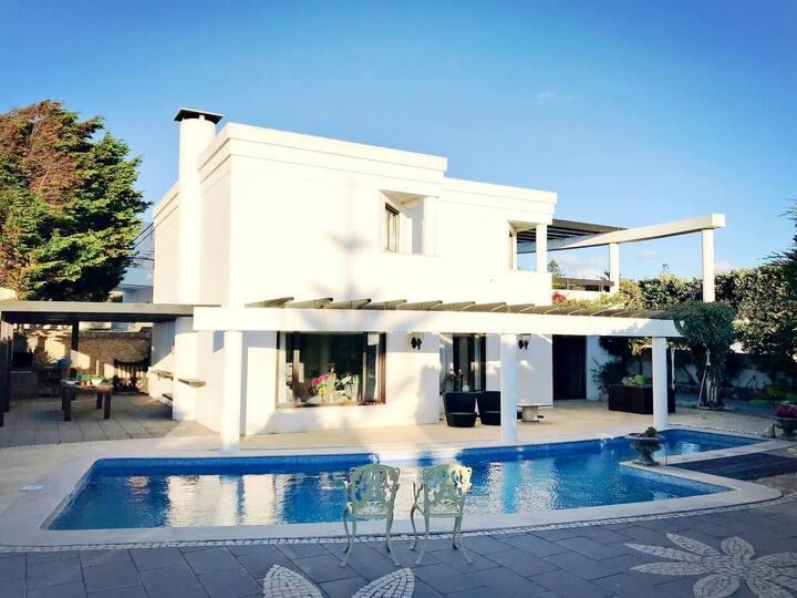 KingSize Bed & SeaView Terrace in Beachside Villa