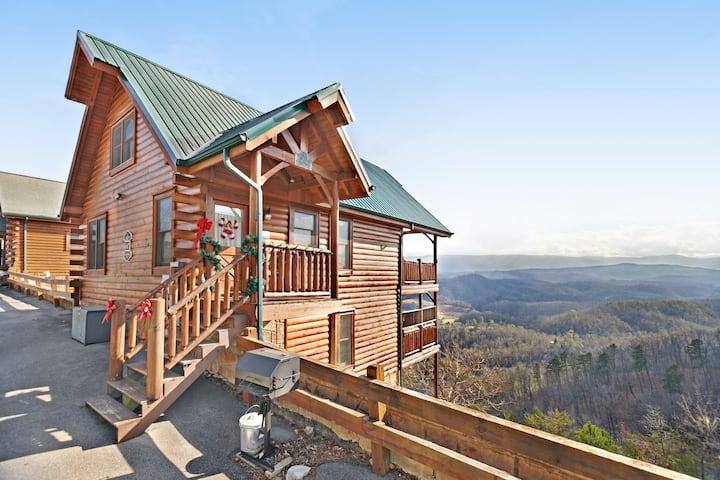 Log cabin w/ a private hot tub, shared pool, gym, & mountain views