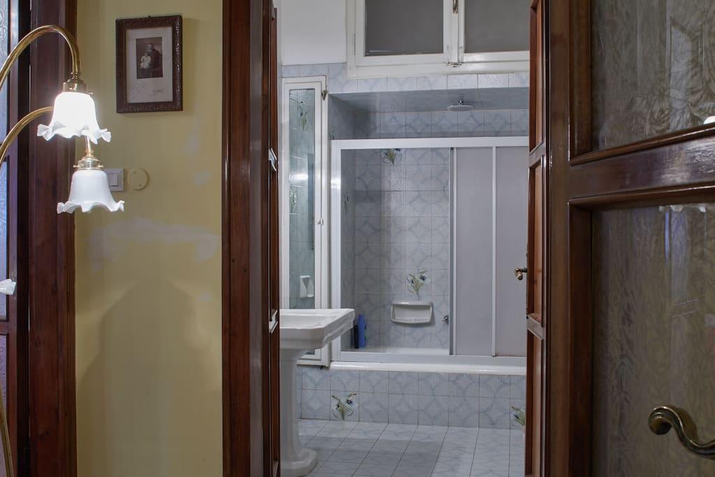 Uno dei 2 bagni della casa (non in stanza)
