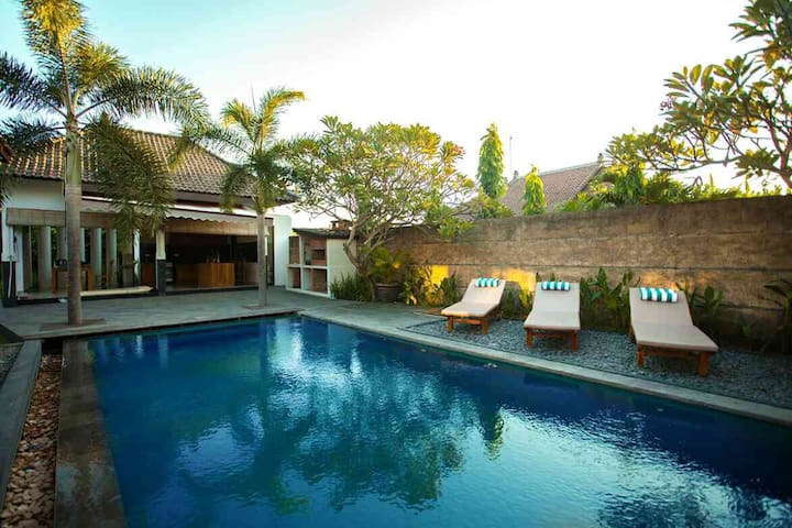 Private Room with shared Pool, close to the beach