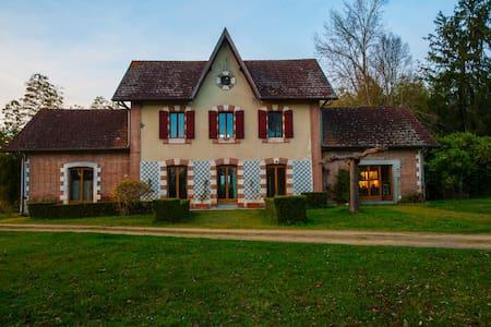 Villa des Pins, dans parc 10ha et piscine - Campet-et-Lamolère - Casa