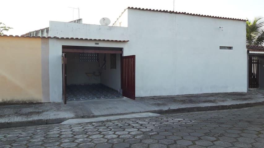 Casa na praia Itanhaém Balneário gaivota Centro