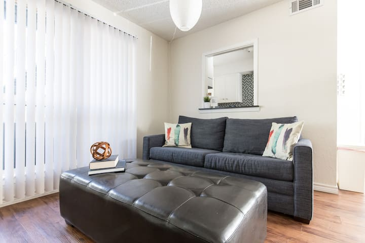 The Cozy   Near Downtown, Free Parking!