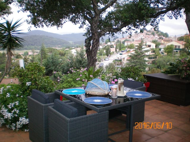 AU JARDIN DES COULEURS - Pierrefeu-du-Var - Bed & Breakfast