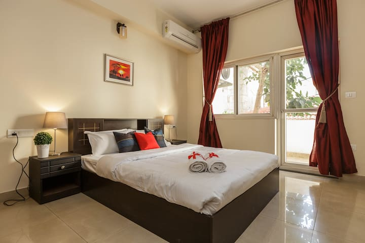 Guest Bedroom - Our Lush and Luxurious room has a feel of a 5 Star suite and is filled with warm natural light. The room is air-conditioned has wardrobes an ensuite bathroom.