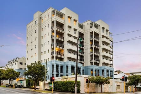 West Perth Amazing 2beds 2baths 1carbay apartment - West Perth