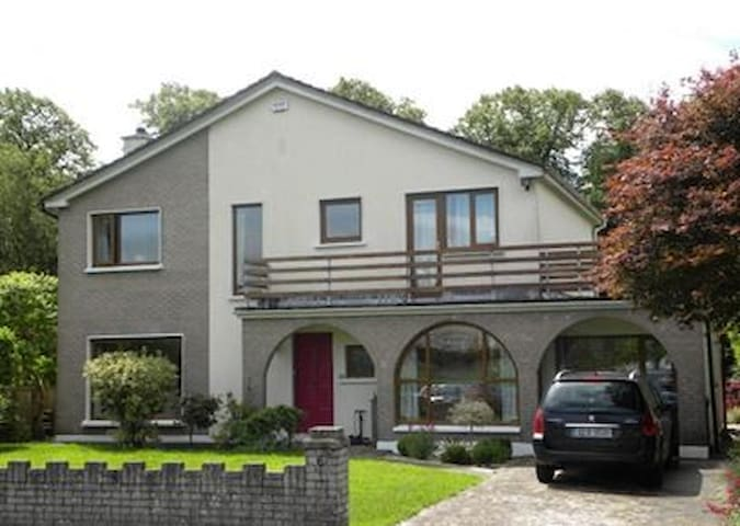 Lovely home in quiet location, close to Cork city