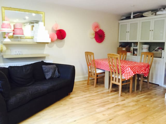 Cosy Private Annex, 2 bedrooms, Lounge &  Kitchen - Orpington - Apartamento