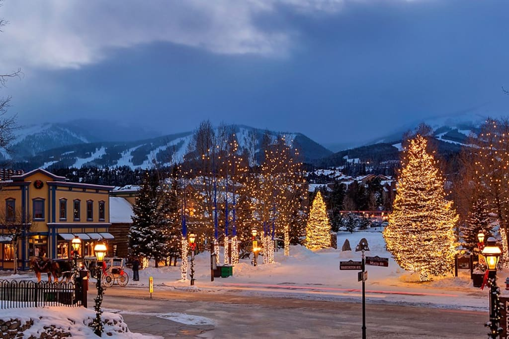 Breckenridge's beautiful snow-covered streets and mountains.
