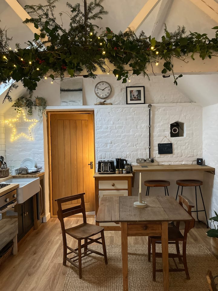 The Old Tackroom Rural Stay - Sleeps 2A2C