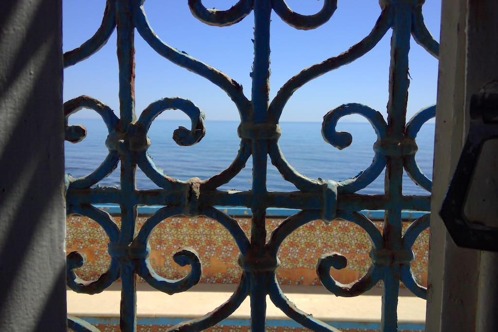 la mer vue de la fenetre de la chambre