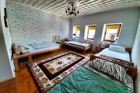 Kulla Dula Guesthouse - 4 Bed Dormitory