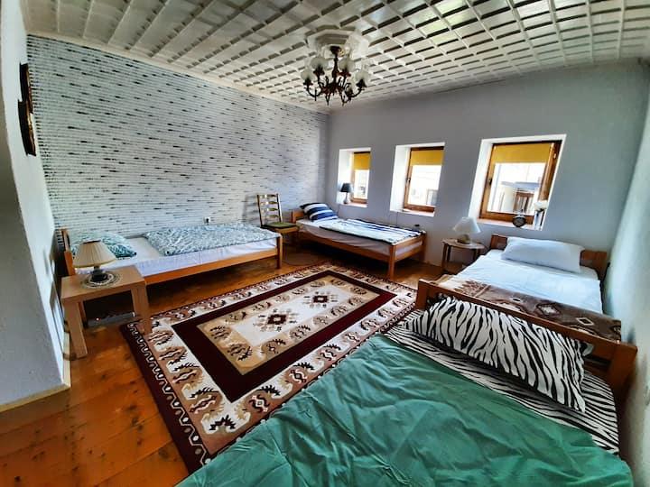 Kulla Dula Guesthouse - 4 Bed Dormitory