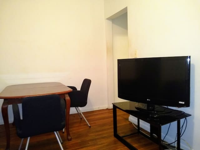 Spacious room in LIC - 1 stop from Manhattan