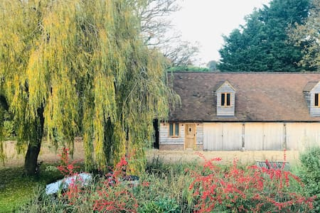 Willows, a hidden country retreat with self access