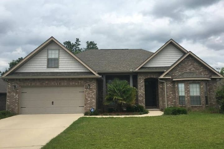 Room Two - Large private room for great sleep! - Crestview - House