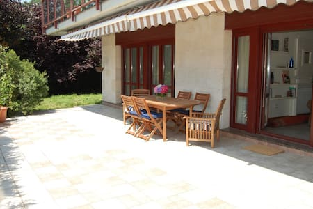 FLAT WITH A TERRACE-GARDEN, COMMUNITARY POOL AND T - Appartement