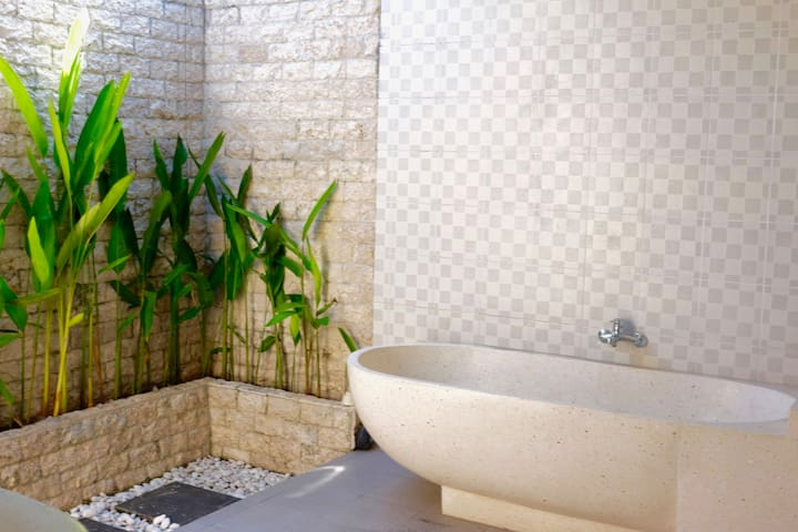 Quiet Green Paradise in the Heart of Canggu - North Kuta - House