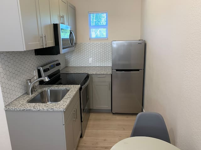 Studio apartment in Fort Lauderdale - (Apt #2B)
