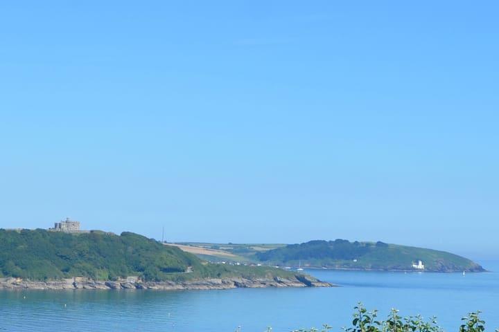 Lighthouse View - studio close to sandy beaches