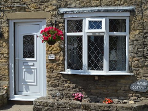 2 BED STONE COTTAGE WITH PARKING NEAR SCARBOROUGH