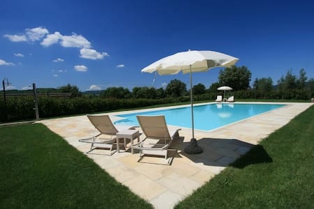 Lovely cottage with pool situated in Siena area - Casole d'Elsa - House