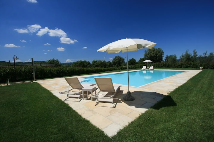 Lovely cottage with pool situated in Siena area