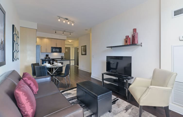 1 Bd/1 Bth-Move-In Ready-Bloor/Sherbourne-Downtown