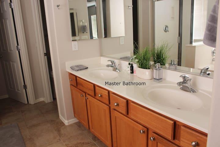 Shower, Tub, Walk - In Toilet & Walk-In Closet