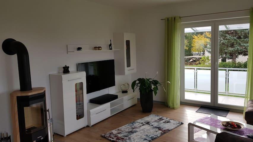 gemütliches Wohnzimmer mit Smart TV inkl. Netflix