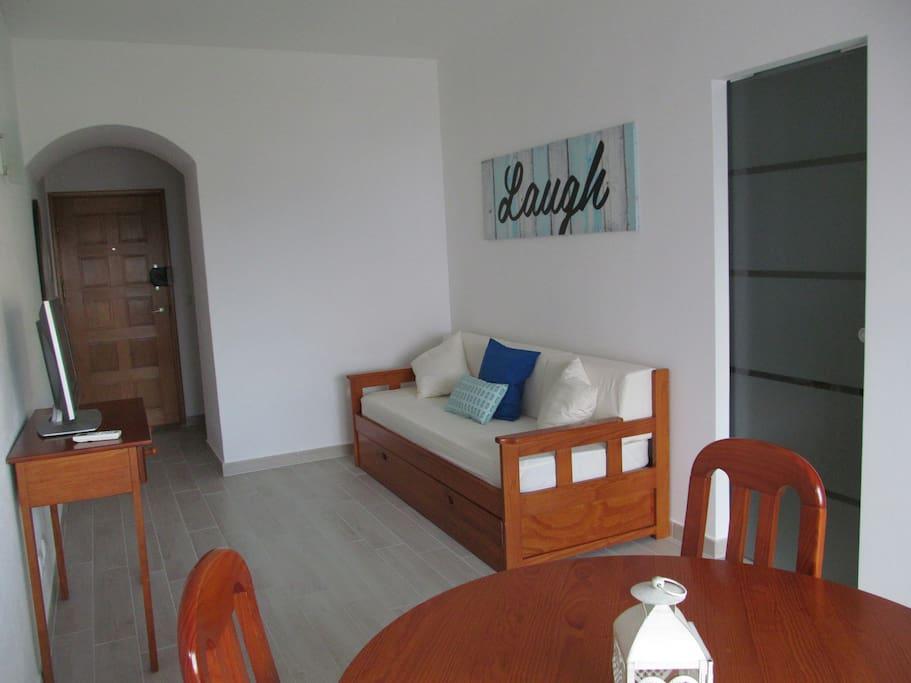 Sala sofá cama com duas camas individuais
