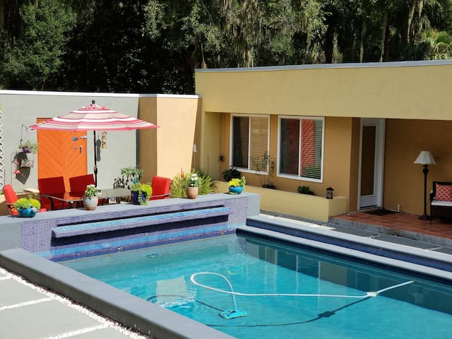 Modern Guest Suite with pool, near Paddock Mall