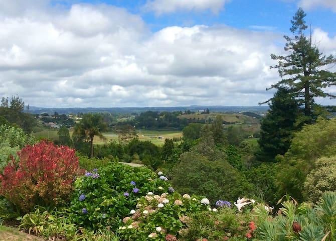 Sunny, central 'Woodland Retreat' - Tauranga - Appartement