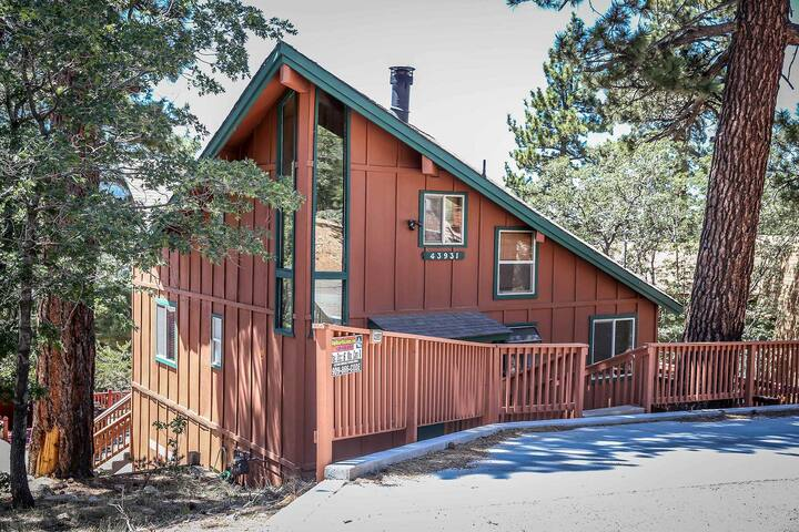 Moonridge Serenity Cabin~Great Deck Views~Equipped Kitchen~Fireplace~Laundry~ - Big Bear Lake - House