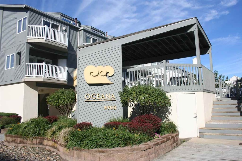 Oceana Townhouse 1 block to Diamond Beach with a beautiful  pool. 4 decks with ocean views. Linens and towels available for your convenience if needed. Over 1800 sq feet on two levels. Parking for two cars under unit.