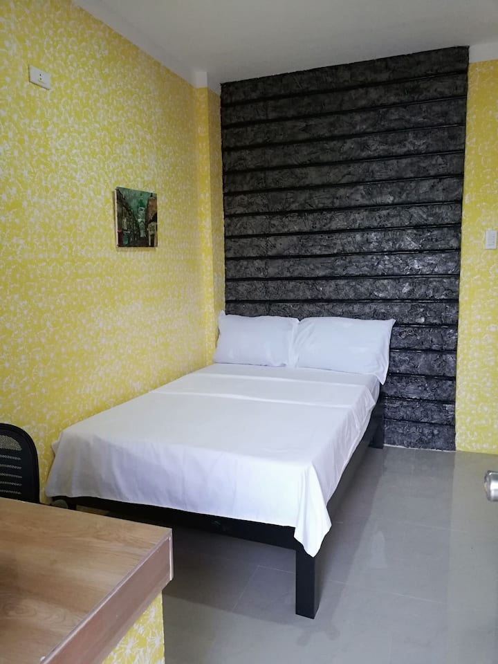ISK Bed & Breakfast (Yellow Rm)