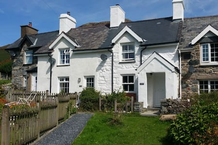 Cottage with hot tub boasting views over Snowdon! - Capel Curig - Dom