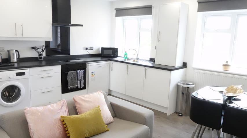 Split Level 2-bedroom Apartment for 7 people